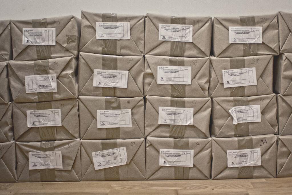 Książka o domach podcieniowych w paczkach prosto z drukarni :)